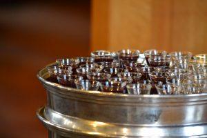 教会のクリスマス 礼拝の聖餐道具